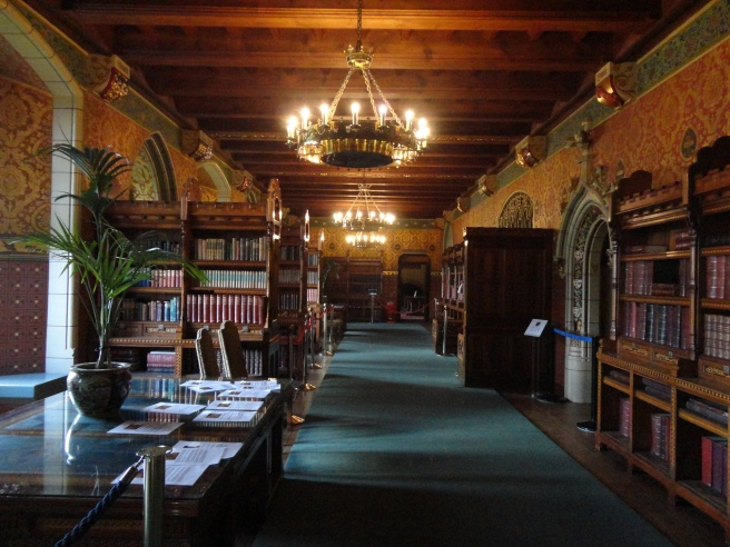 I would like a library like this in my home, please.